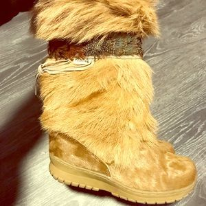 Bearpaw fur and feather winter boots